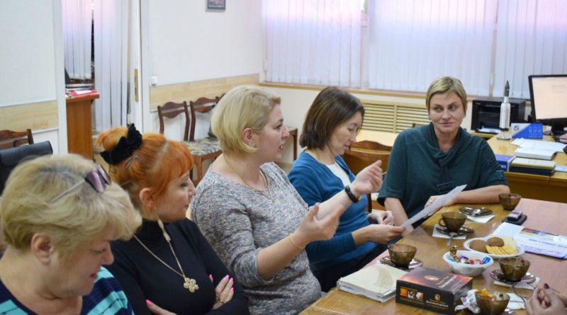 Заместитель главного редактора «Солидарности» Наталья Кочемина в гостях у заводского профактива…